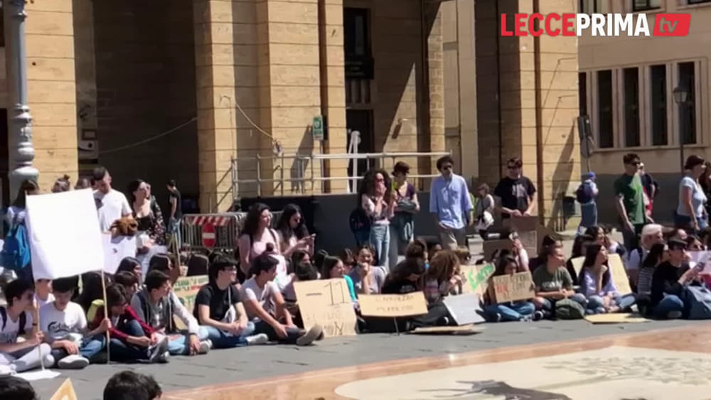 Secondo sciopero globale sul clima: centinaia di studenti in piazza