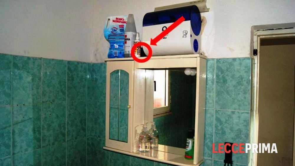 Piazza telecamera nascosta per spiare i colleghi nel bagno - Camera nascosta in bagno ...