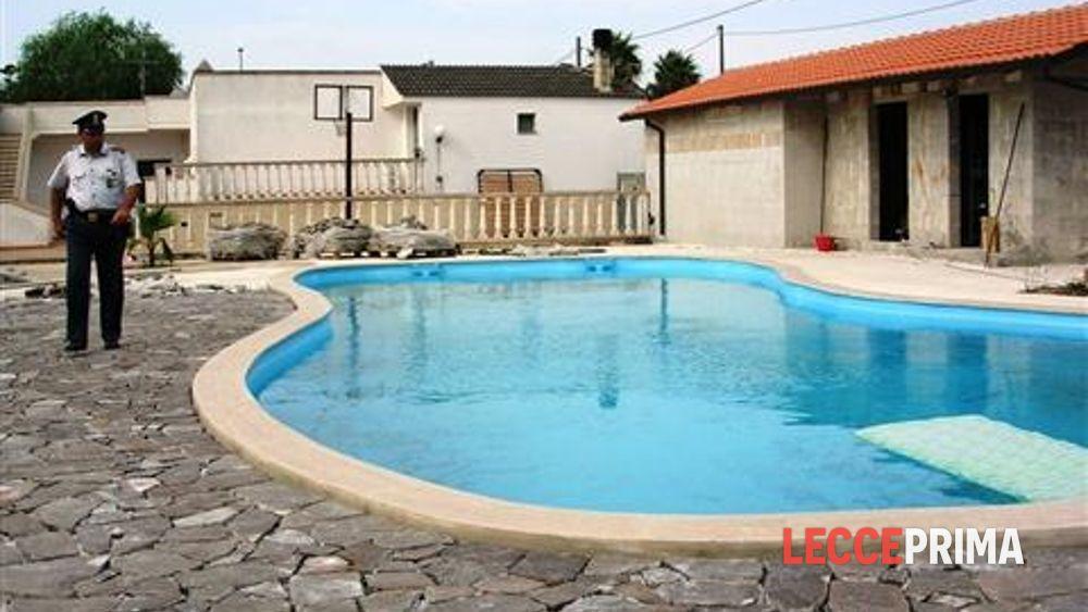 Villa per lei piscina e spogliatoio per lui abusivi - Piscina bagnolo ...